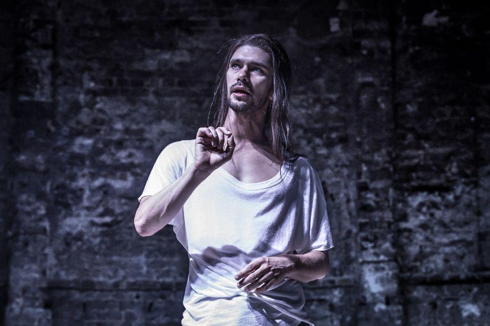 ウィショくん「Bakkhai」インタビュー聞きとり和訳:演劇と恍惚の神を演じて